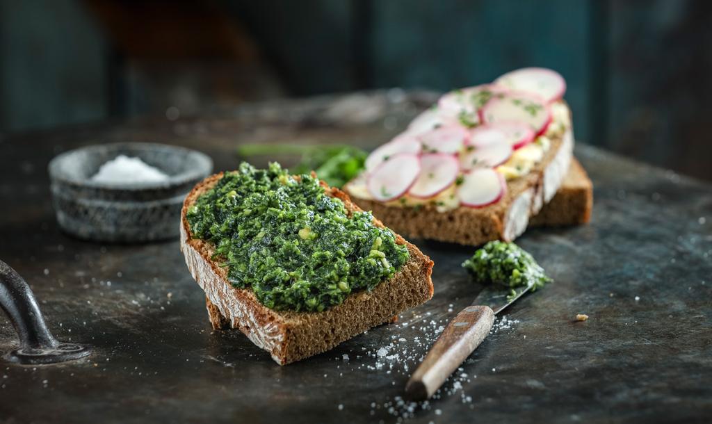 Brote mit Pesto und Radieserl - Bonnevit Feinbäckerei